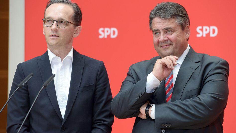 Sigmar Gabriel (r.) und Heiko Maas: Dem Parteichef bleibt eine Blamage erspart