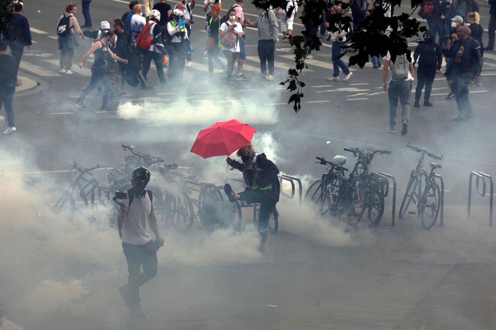 FRANCE-HEALTH-VIRUS-VACCINE-POLITICS-PROTEST