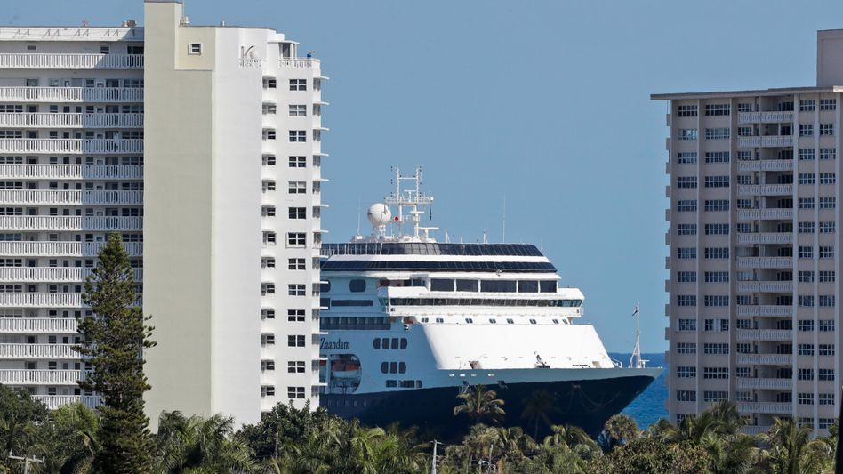 """Legt in Lauderdale an: Das Kreuzfahrtschiff """"Zaandam"""""""