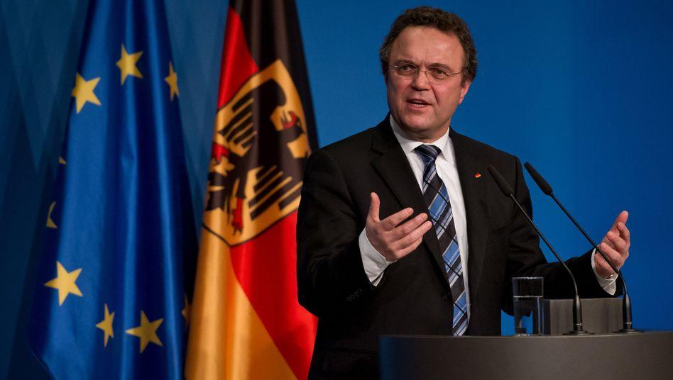 """Minister Hans-Peter Friedrich: """"Mehr Instrumente, um die Bürger zu schützen"""""""