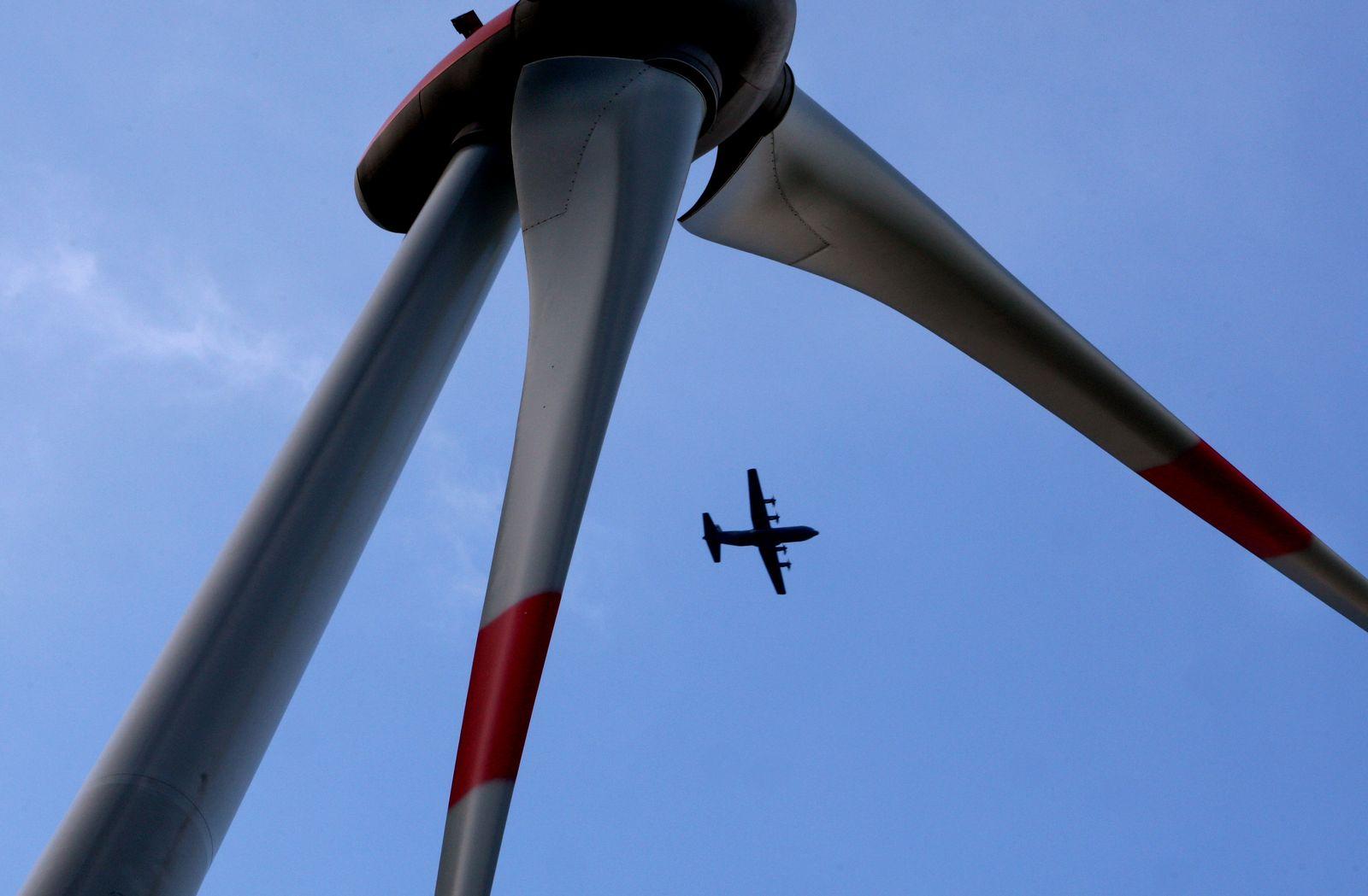 Flugzeug hinter Windrad / Flufsicherheit vs Windenergie