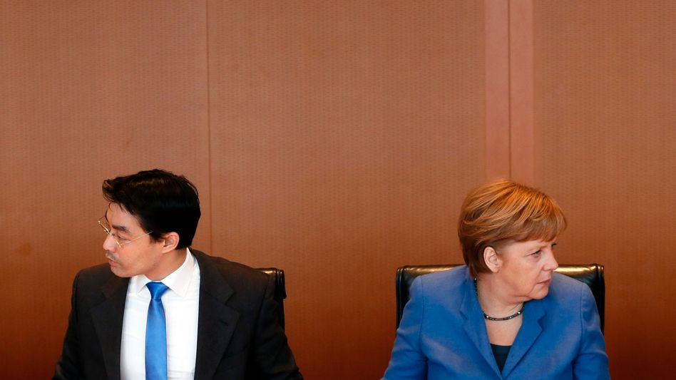 Vizekanzler Rösler, Kanzlerin Merkel: Spannungen in Berlin