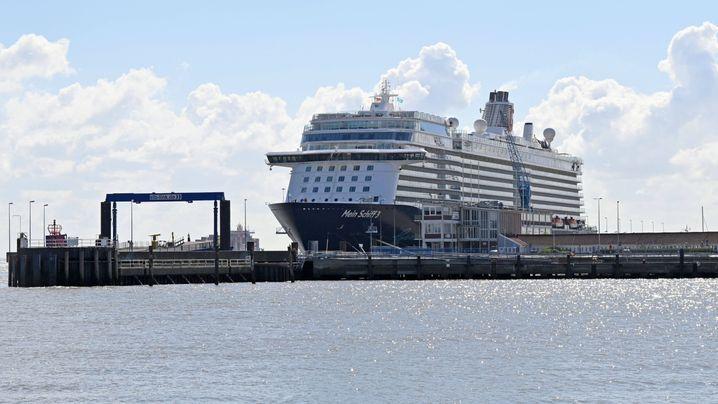 Vor Anker: Kreuzfahrtschiffe in Warteposition