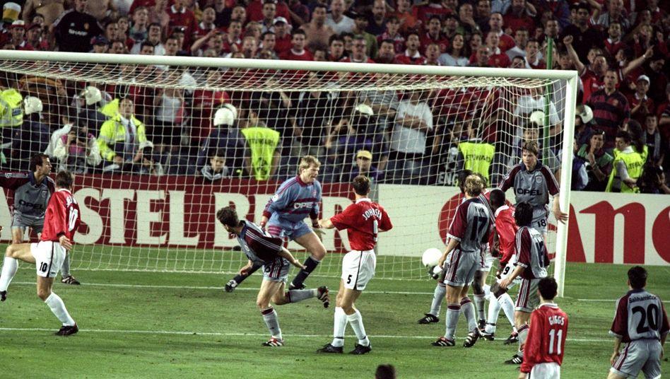 Bayern München kassiert das 1:2 gegen Manchester United (1999)
