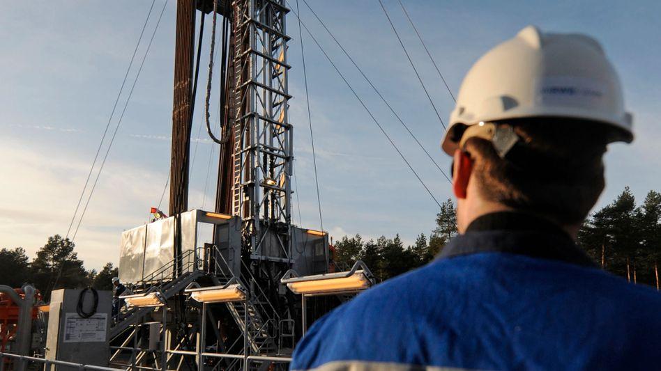 RWE-Mitarbeiter auf einer Bohranlage: Tausende Stellenstreichungen geplant
