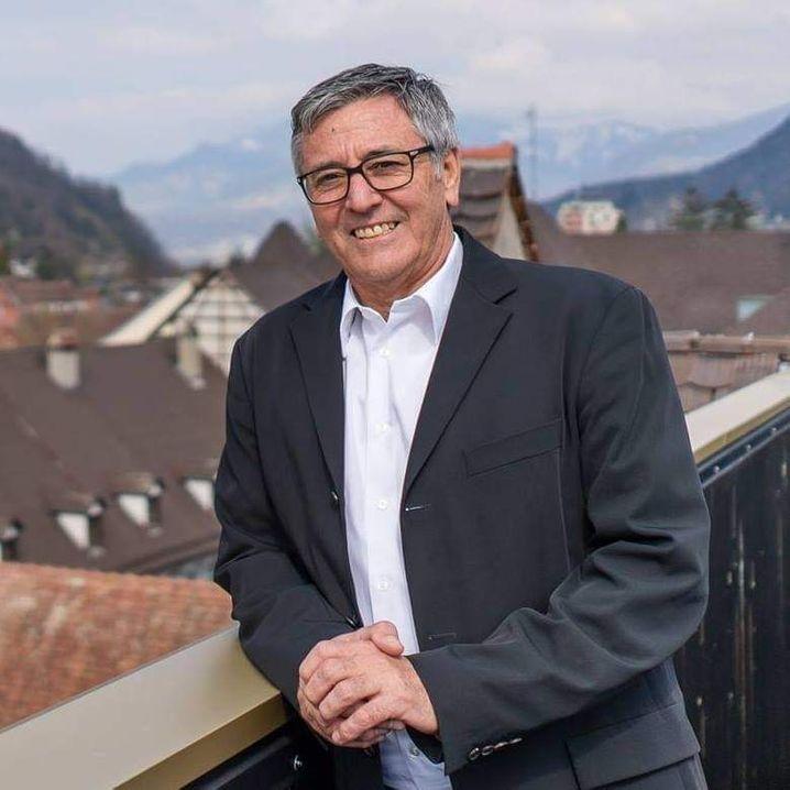 Der Bürgermeister von Feldkirch in Österreich, Wolfgang Matt, rechtfertigte seine vorzeitige Impfung mit diesem Vergleich: »Ich schmeiße auch kein altes Brot weg«.