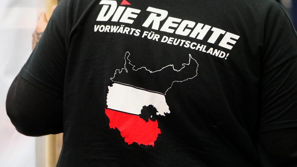 """Unterstützer der rechtsextremen Partei """"Die Rechte"""""""