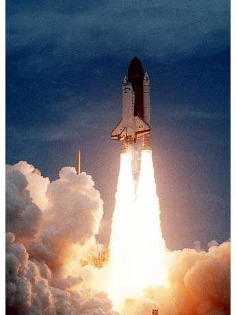 Zu ihrer zwölften Mission startet die Columbia im Juni 1992 ins All