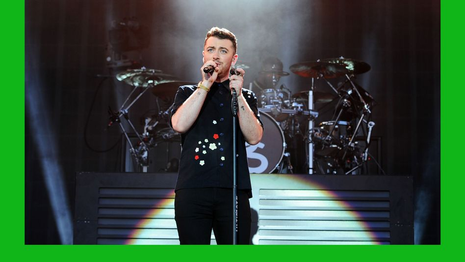 Musiker Smith (auf einem Konzert im August): Singen für 007