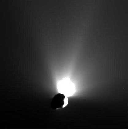 """Glühender Abschied: """"Tempel 1"""" fliegt nach dem Beschuss durch """"Deep Impact"""" davon"""
