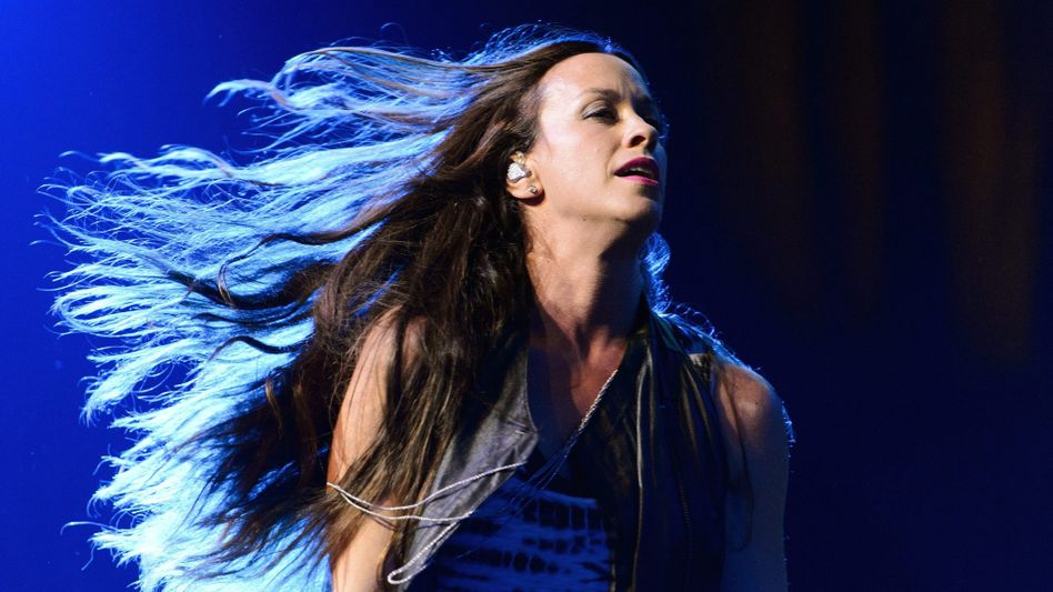 Alanis Morissette 2012 bei einem Auftritt - ihren großen Durchbruch hatte sie vor 25 Jahren