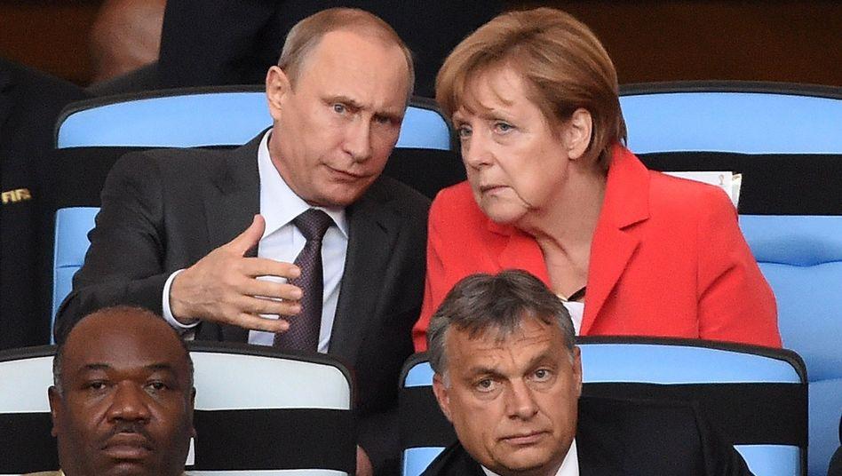 Ein zu offenes Ohr? Nato-Mitglieder sehen Merkels Dialog mit Putin kritisch.