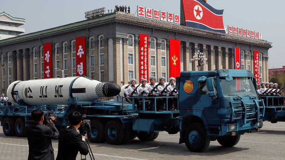 Nordkoreanische Rakete bei einer Militärparade in Pjöngjang (Archivbild)