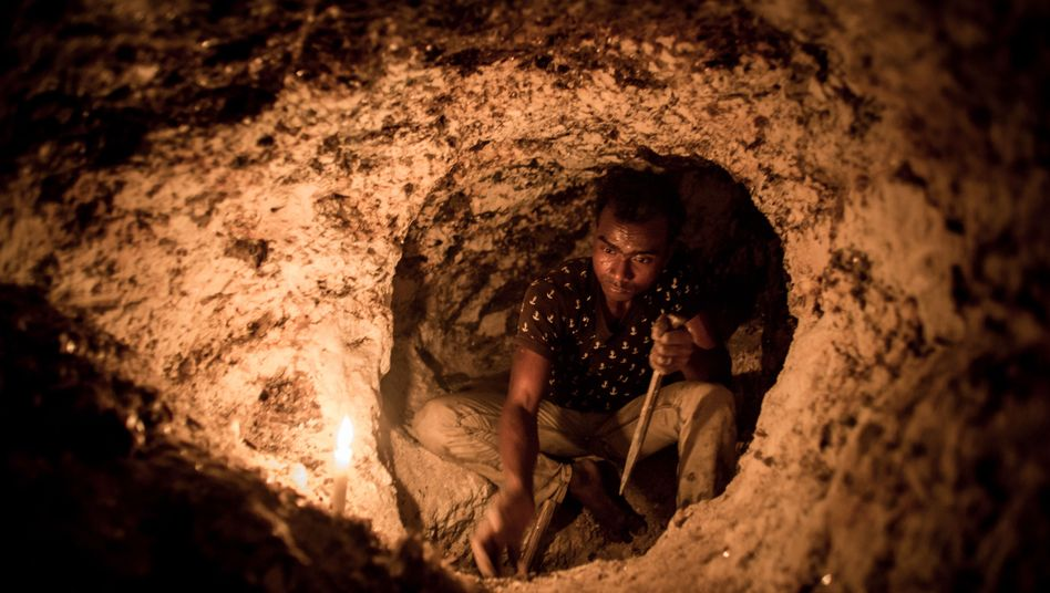 A worker in a mica mine in Jharkand, India.