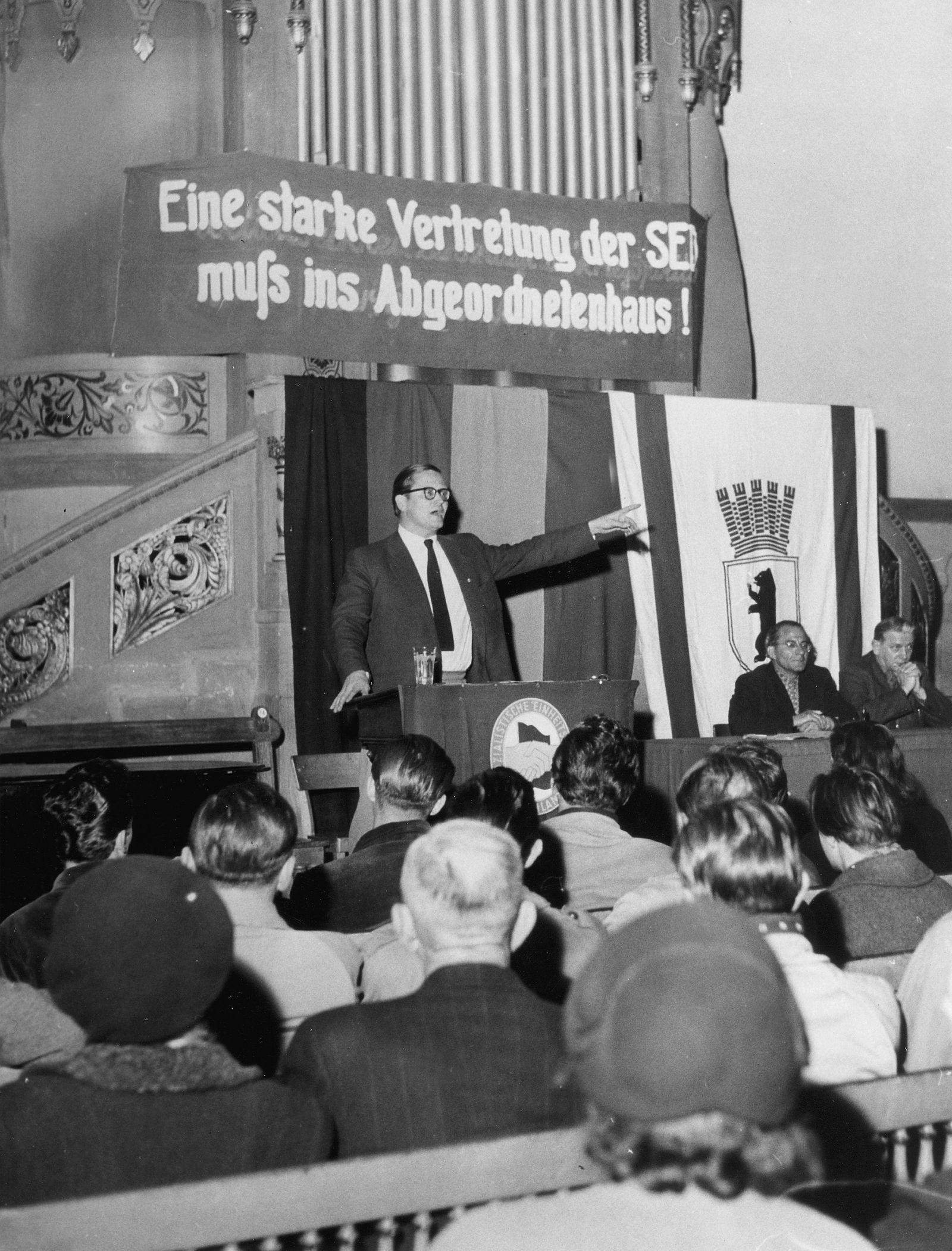 Wahl Bln W 1954 - Karl-Eduard von Schnitzler spricht auf einer Wahlkundgebung der SED