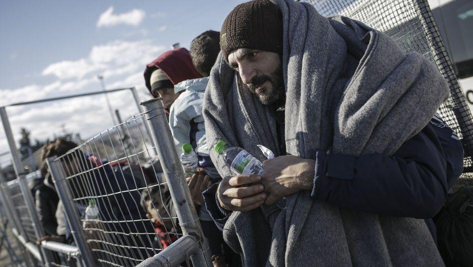 Flüchtlinge an der griechisch-mazedonischen Grenze: Vorübergehend geschlossen