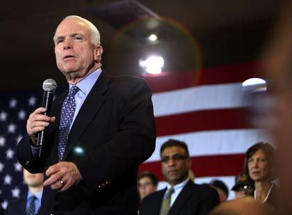 Republican John McCain stands to gain from the Democratic Party duel between Hillary Clinton and Barack Obama.