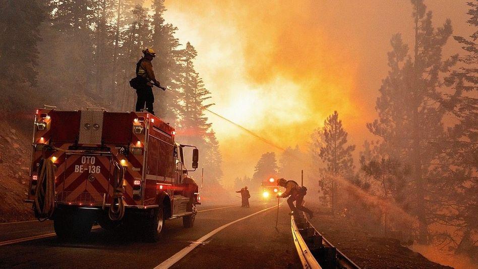 Waldbrandbekämpfer im Angeles National Forest, Kalifornien