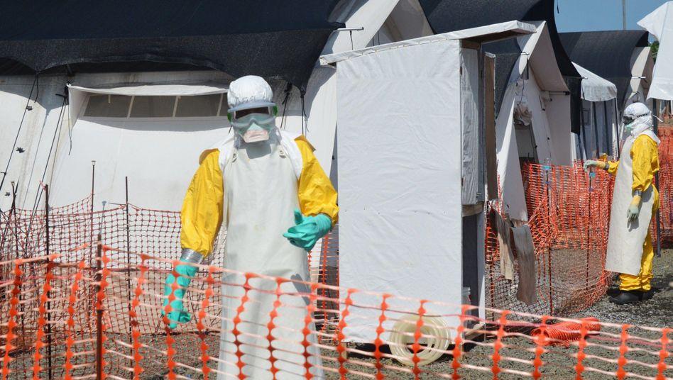 Ebola-Behandlungszentrum von Ärzte ohne Grenzen in Monrovia: Mehrere Medikamente sollen getestet werden