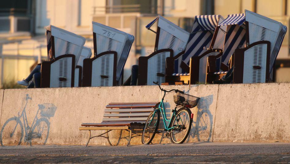 Leere Strandkörbe auf Norderney (Archivbild)