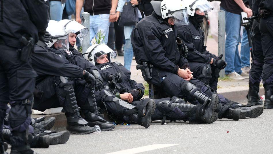 Erschöpfte Polizisten am Rande des G20-Gipfels