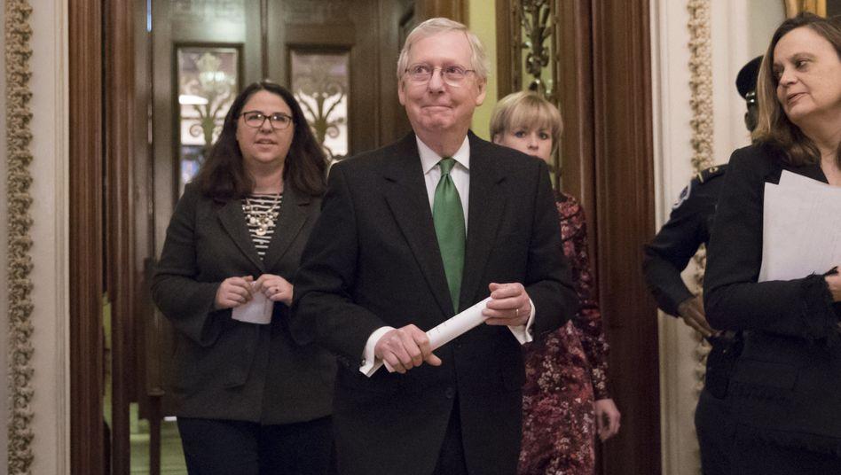Republikanischer Mehrheitsführer Mitch McConnell nach der Verkündung der Übergangslösung