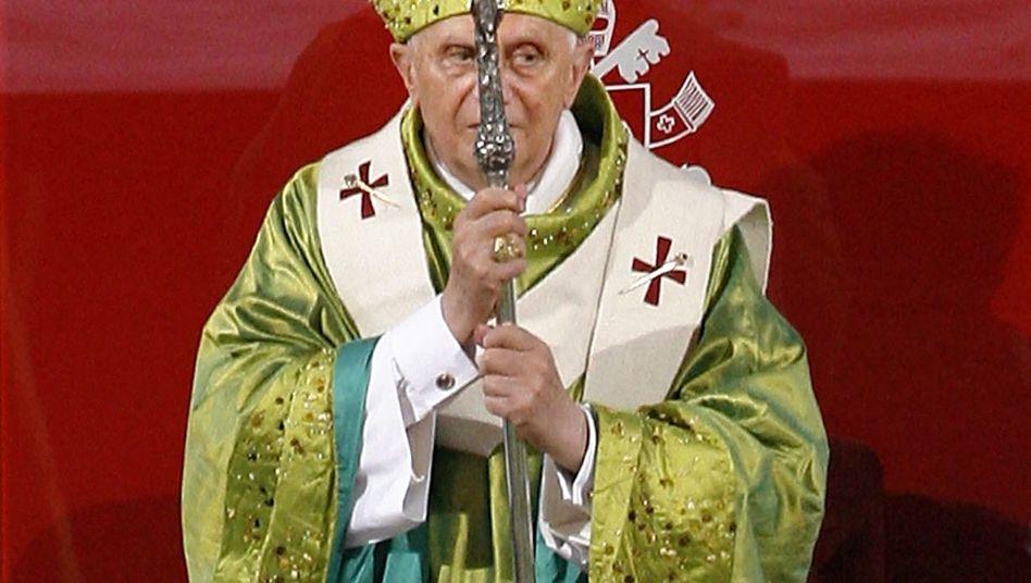 Papst Benedikt XVI. (Archiv): Zahlen die Länder zu viel Zuschüsse an die Kirchen?