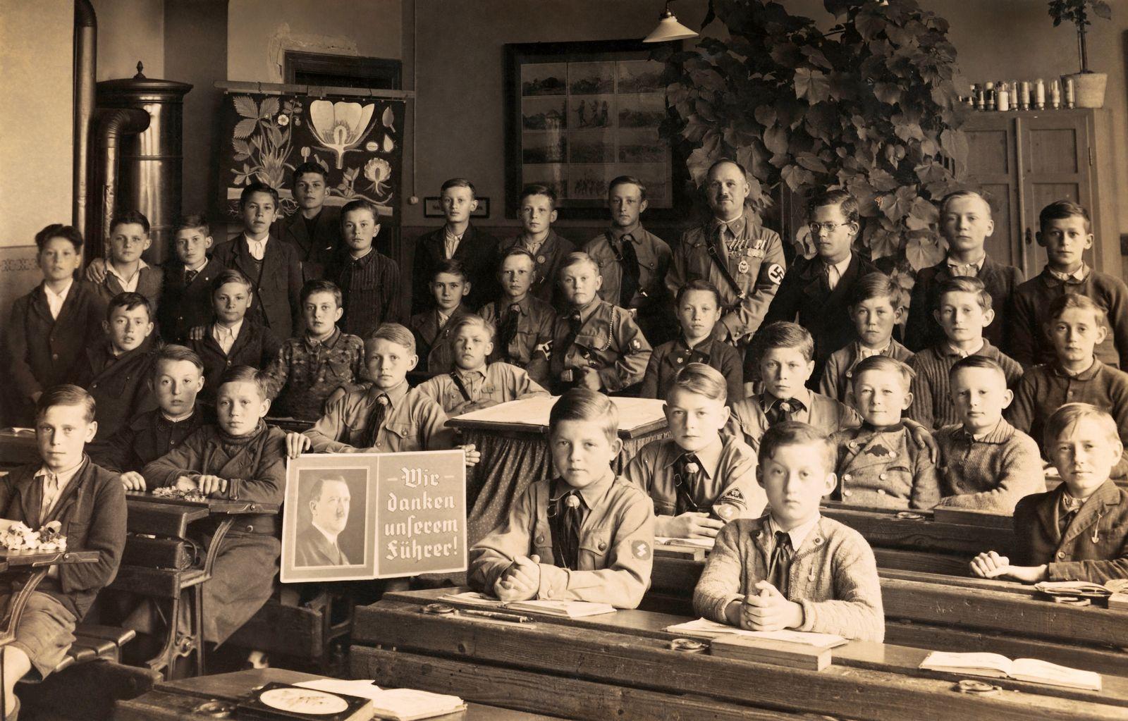 EINMALIGE VERWENDUNG Schulunterricht / Nationalsozialismus