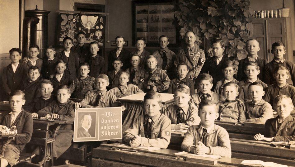 """Deutsche Schulklasse, 1936: """"Rechte Propaganda in jeder einzelnen Schulstunde zu finden"""""""