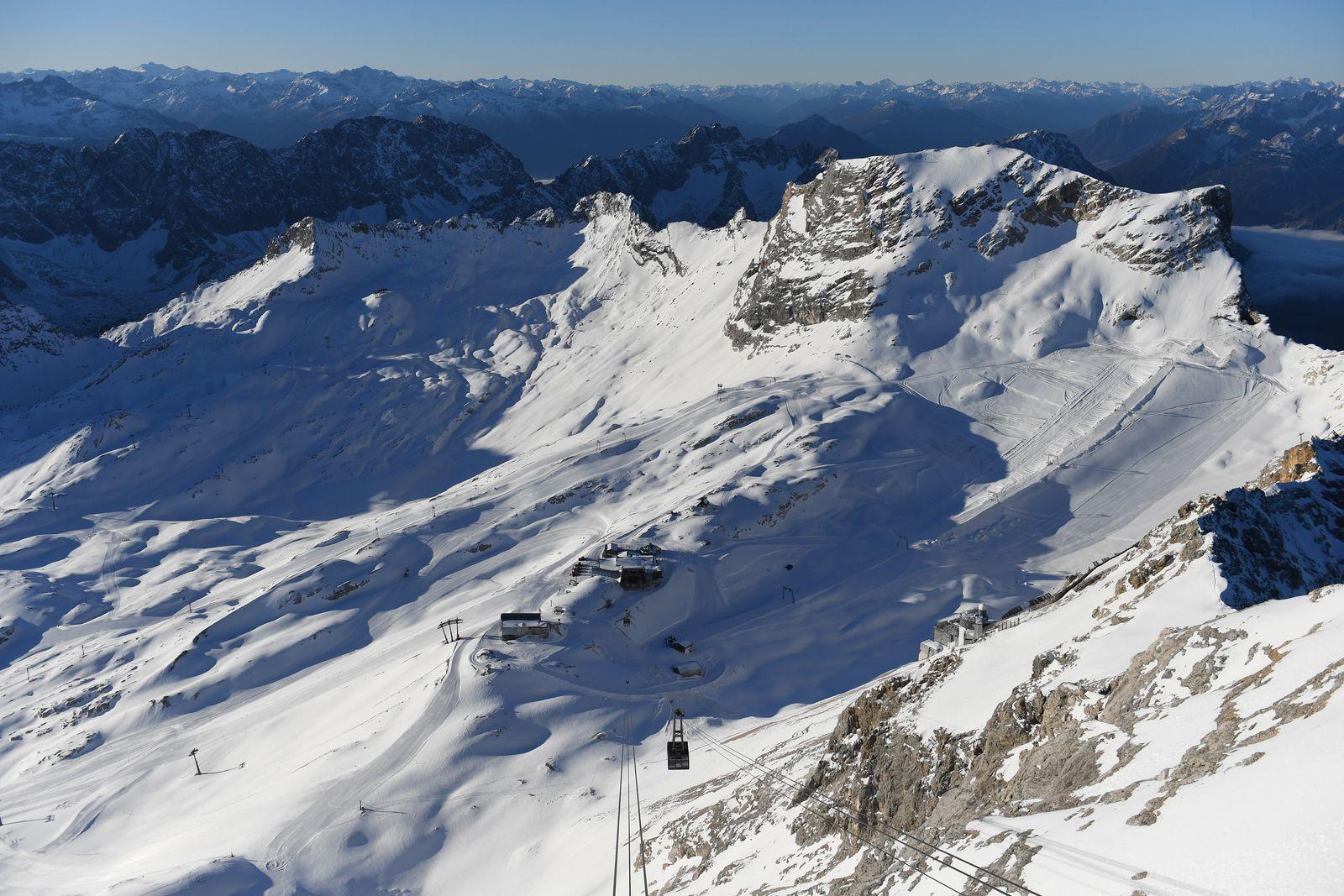 Leeres Skigebiet auf der Zugspitze