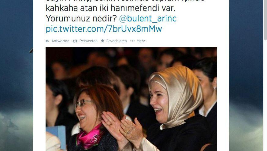 Getwittertes Foto von Emine Erdogan: Auch die Frau des Premiers lacht