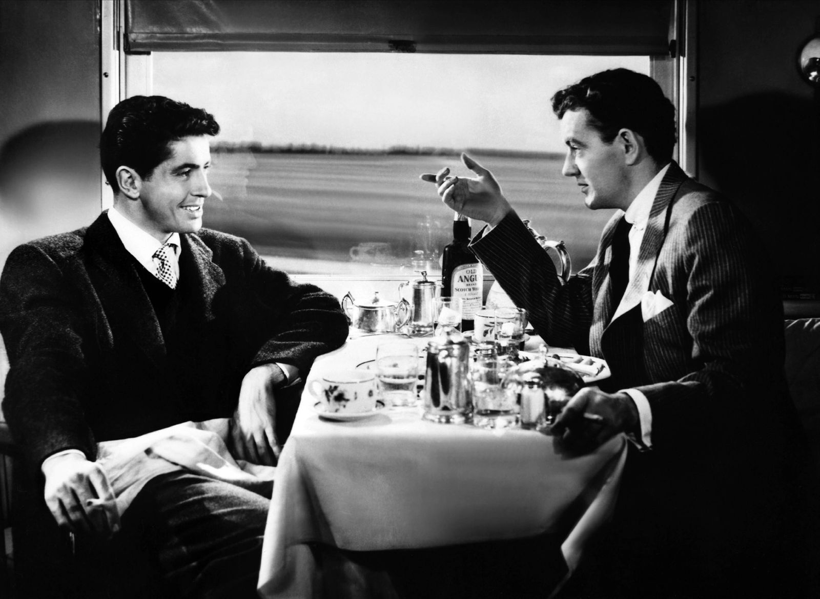 Farley Granger & Robert Walker Characters: Guy Haines, Bruno Anthony Film: Strangers On A Train (USA 1951) Director: Alf