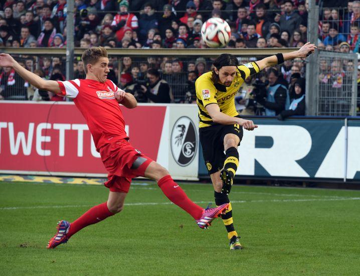 BVB-Verteidiger Subotic (r.): Weg mit dem Ball