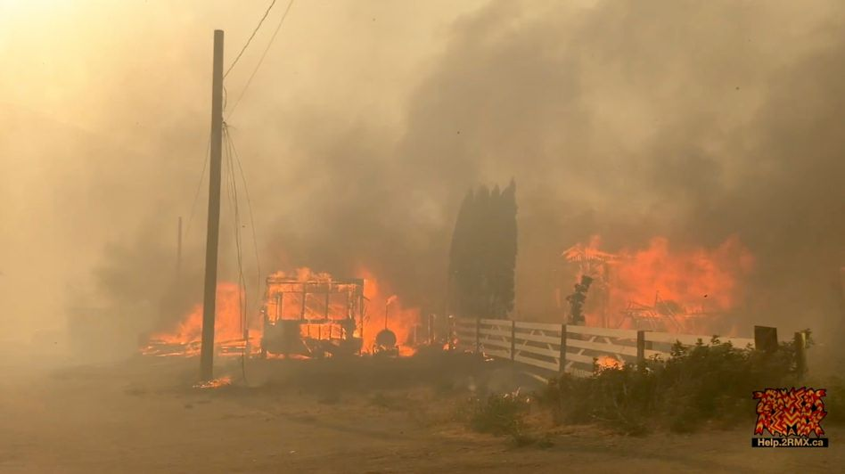 Ein Feuer zerstört den Ort Lytton