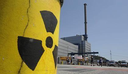 Anti-nuclear campaigners demonstration outside the Krümmel nuclear plant last week.