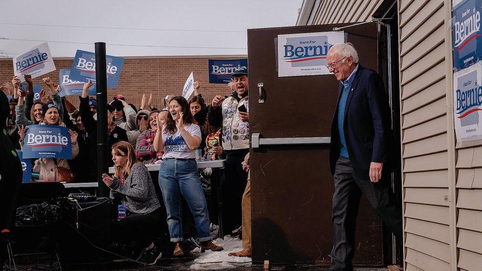 "Bewerber Sanders bei Wahlkampfveranstaltung in Cedar Rapids, Iowa: ""Die Ganoven an der Wall Street"""