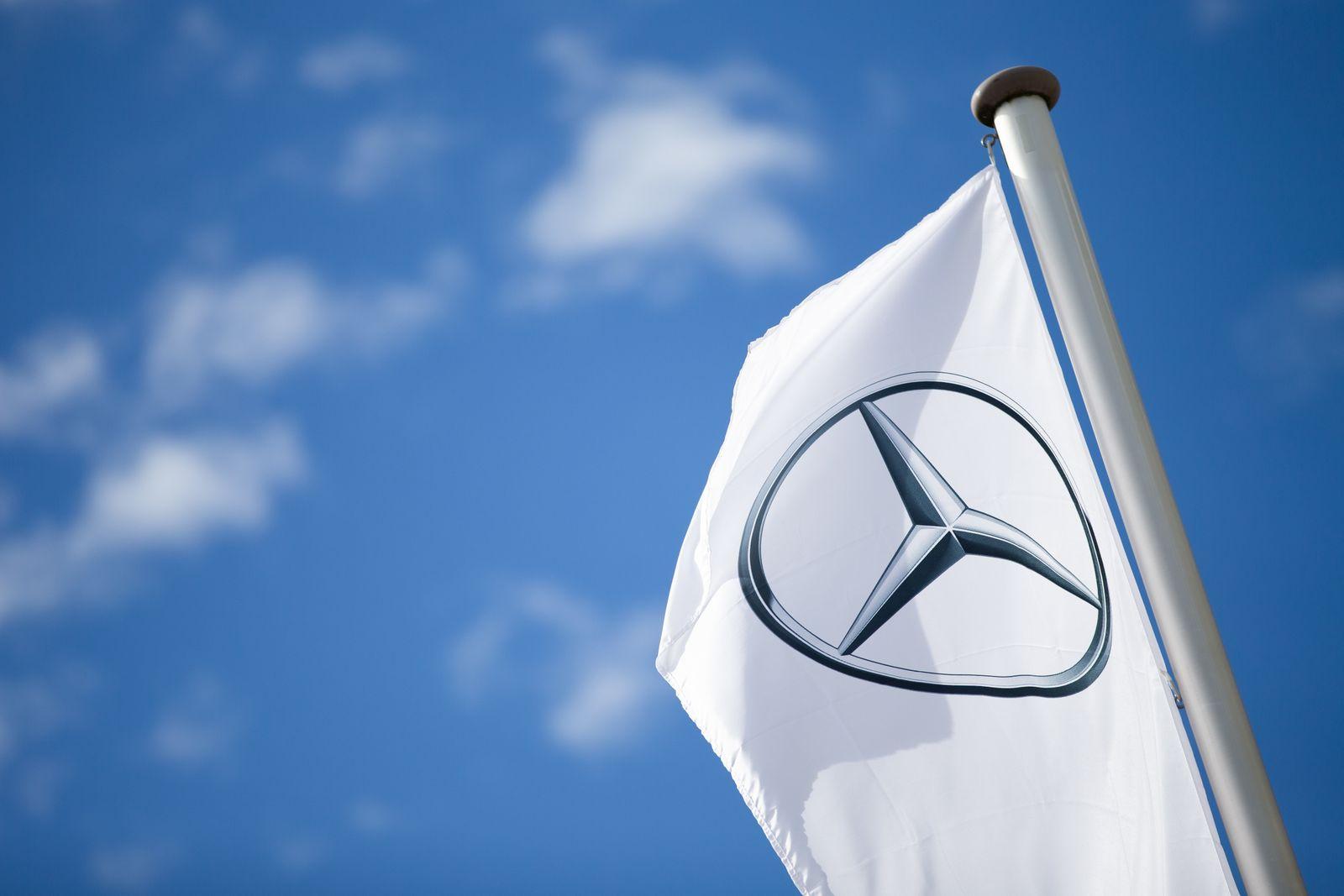 Daimler AG - Mercedsfahne