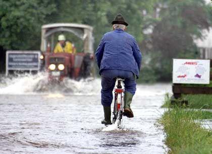 Todesmutiger Radfahrer: Sicher ist das nicht