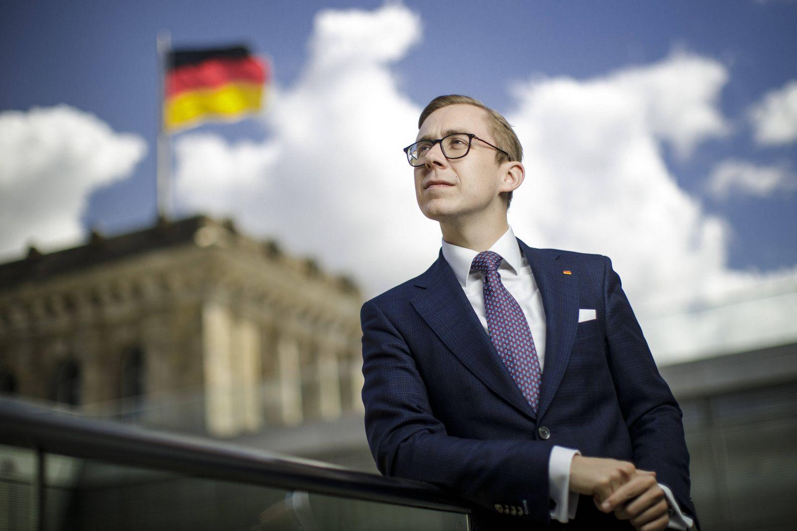 Philipp Amthor, Mitglied des Deutschen Bundestages, CDU, posiert fuer ein Foto. Berlin, 28.05.2020. Berlin Deutschland *