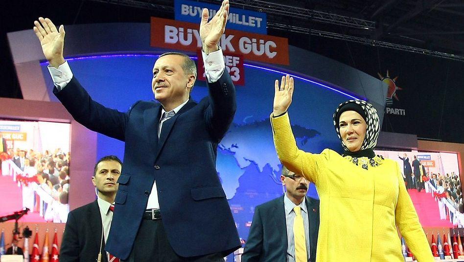 Türkischer Premier Tayyip Erdogan mit Ehefrau Emine: Große Show mit viel Prominenz