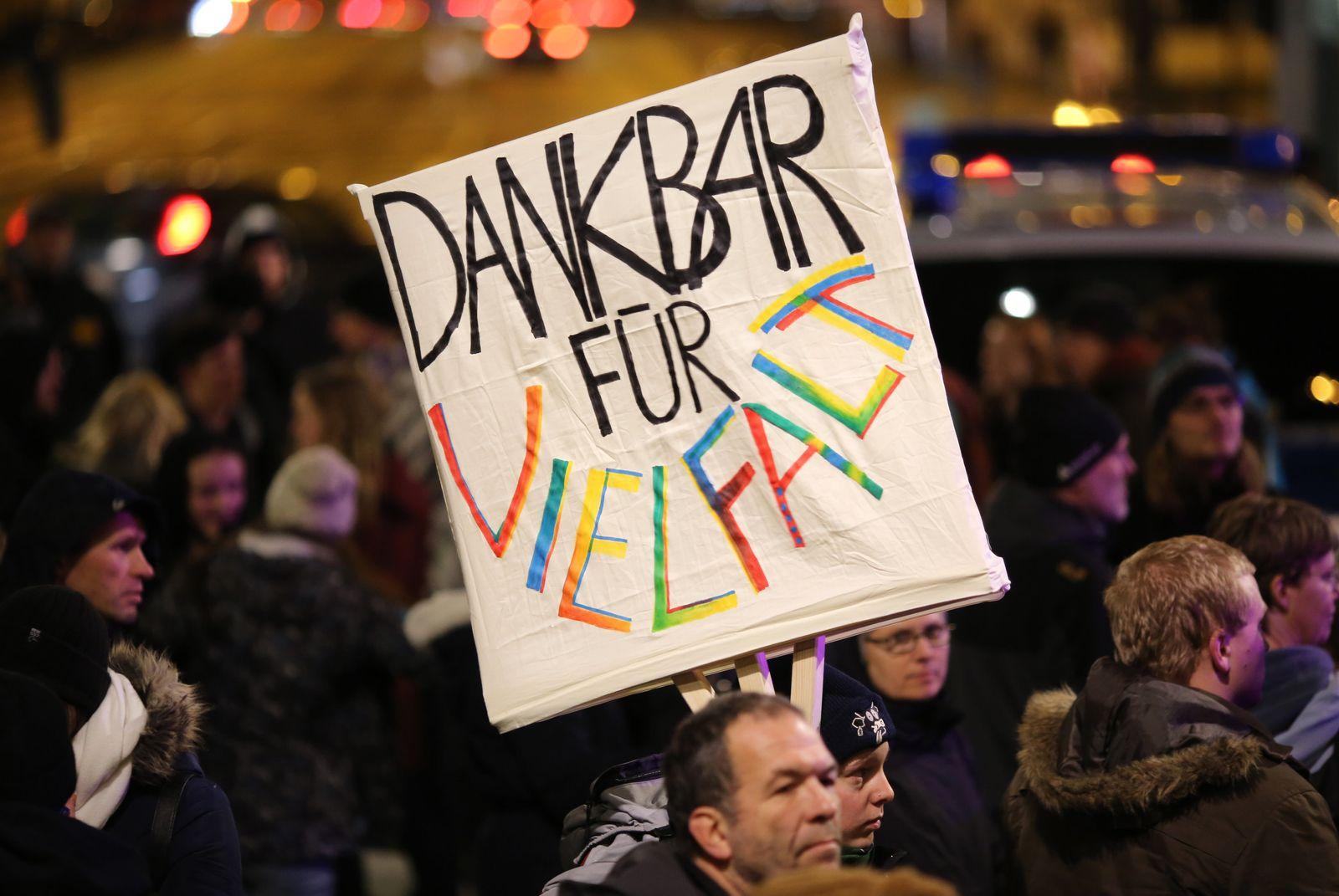 Anti-Pegida-Kundgebung in Dresden