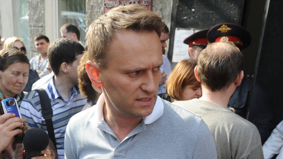 Alexej Nawalny nach der Entlassung aus einem Moskauer Gericht am 7. Mai 2012