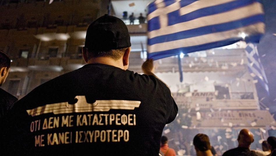 Anhänger von Chrysi Avgi in Athen