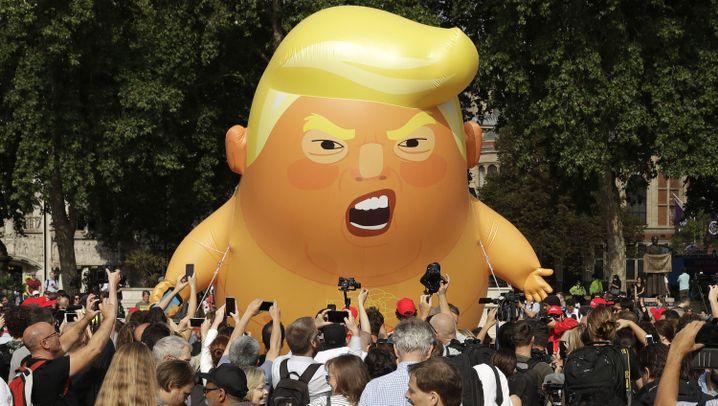 Protestaktion in London: Mit heißer Luft gegen Trump