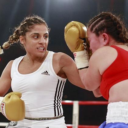 Weltmeisterin Kentikian (l.): Titel souverän verteidigt