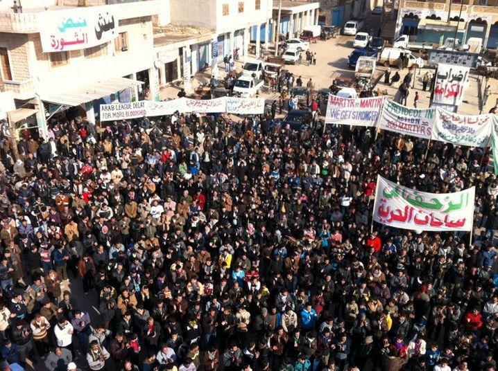 Demonstration im Dezember 2011 in Binnisch in Nordsyrien gegen Assad
