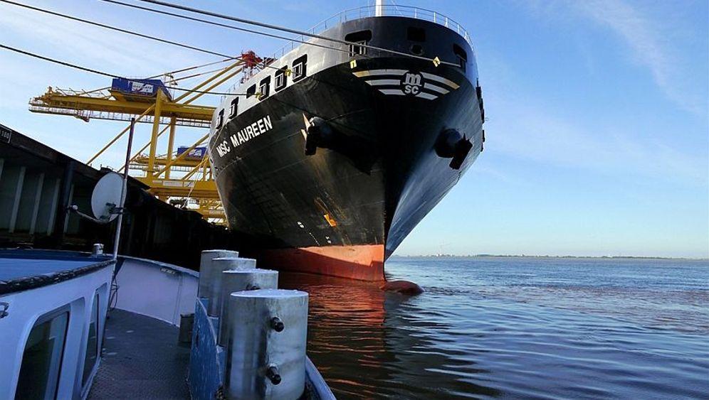 Reise im Frachtschiff: Industrieromantik auf dem Fluss