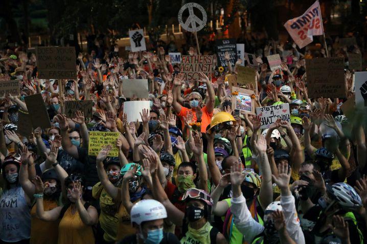 Mütter und Väter demonstrieren in Portland