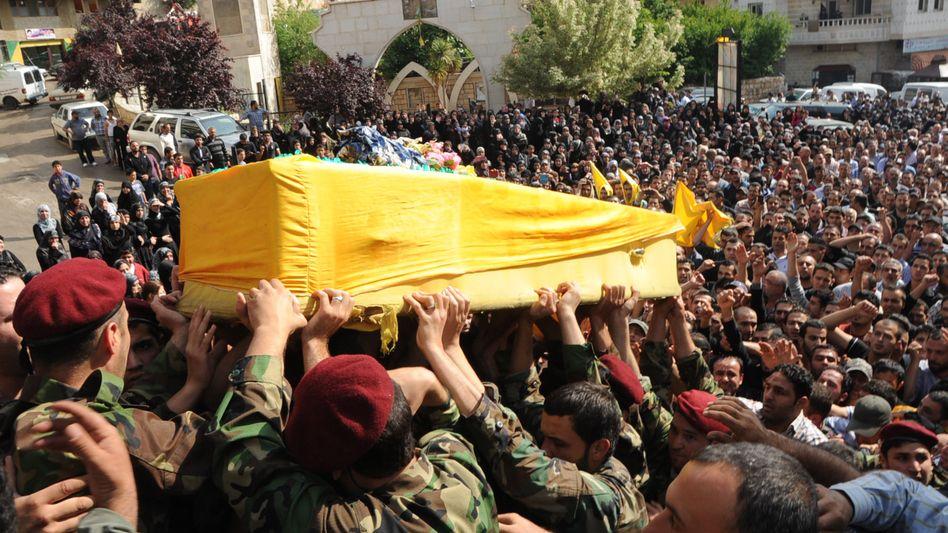 Sarg eines getöteten Hisbollah-Kämpfers: Mindestens 20 Tote Miliz-Mitglieder