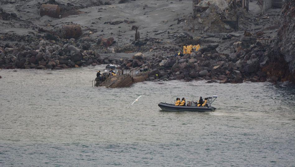 Suchtrupps auf White Island: Zwei Menschen werden noch vermisst